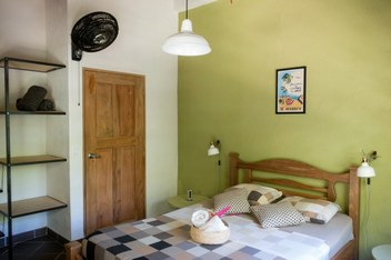Minca Finca Hostal Bolivar bed with ventilator Colibri