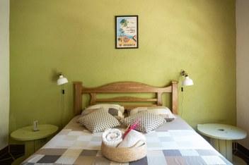 Minca Finca Hostal Bolivar front view bed Colibri