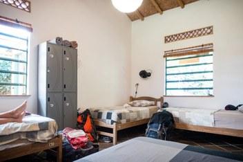Minca Finca Bolivar dorm beds with locker and windows